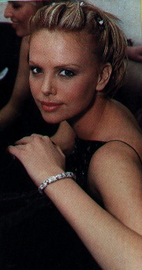 BabeStop - World's Largest Babe Site - charlize2_theron017.jpg
